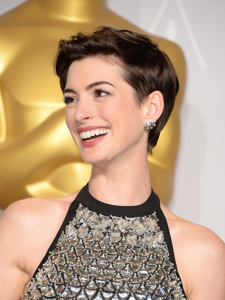 Anne-Hathaway-Best-Pixie-Hairstyles